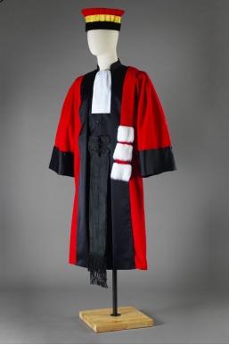 Robe et toge universitaire : robe professeur théologie